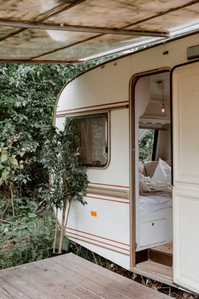 Het Gezinsleven - Vakantie - Autovakantie - Tent, vouwwagen, caravan of camper? Kamperen kun je leren deel 3! - Gezellige caravan