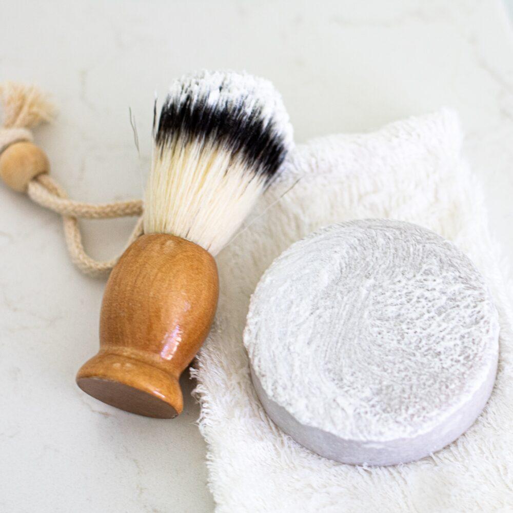 Het Gezinsleven - Lifestyle - Mannen - Goedkoop scheren en 5 tips! - Scheerkwast en scheerzeep