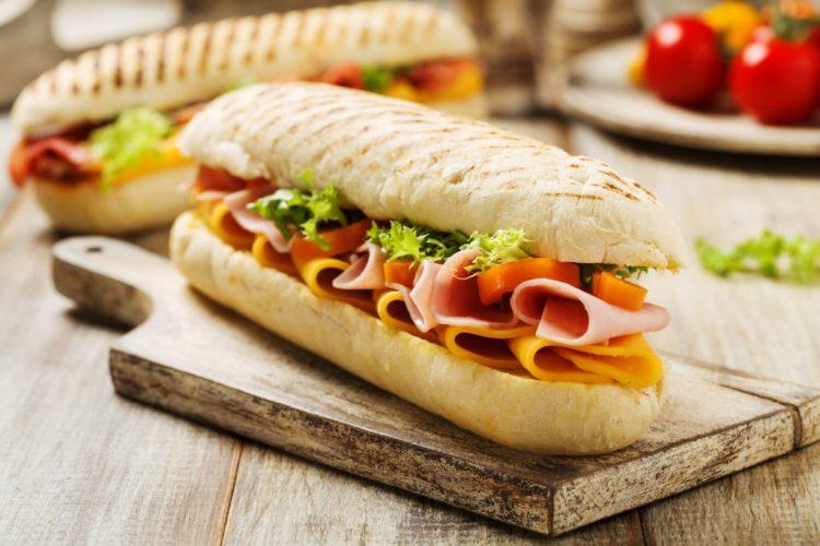 Afhaaldeal Broodje + frisrank bij Pizzeria Di Stefano