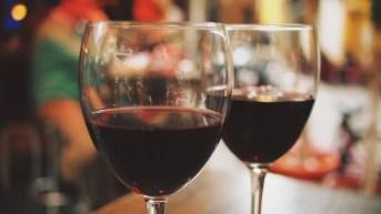 temps de qualité en couple verres de vin