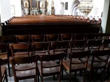 Stühle in den hinteren Reihen beim Gottesdienst in der Wenzelskirche