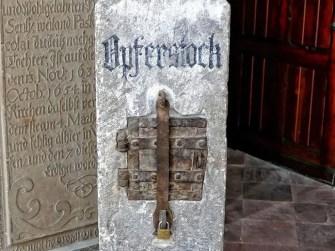 Opferstock in der Wenzelskirche
