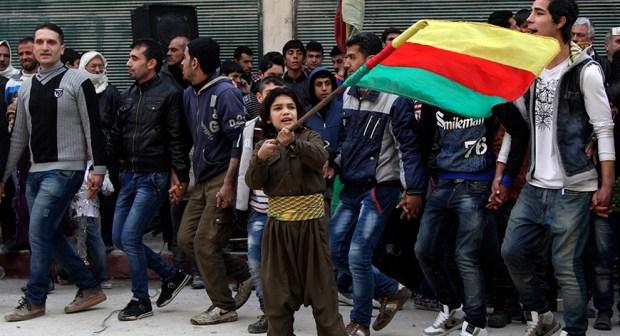 Курды танцуют говенд в Шейх Максуде (Алеппо)