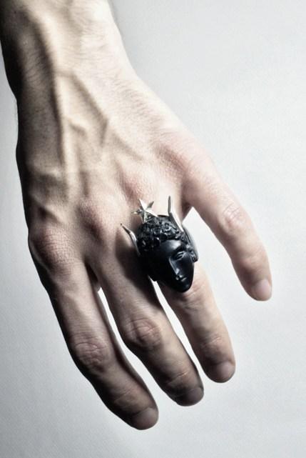 Macabre Gadgets Hermes Ring Black