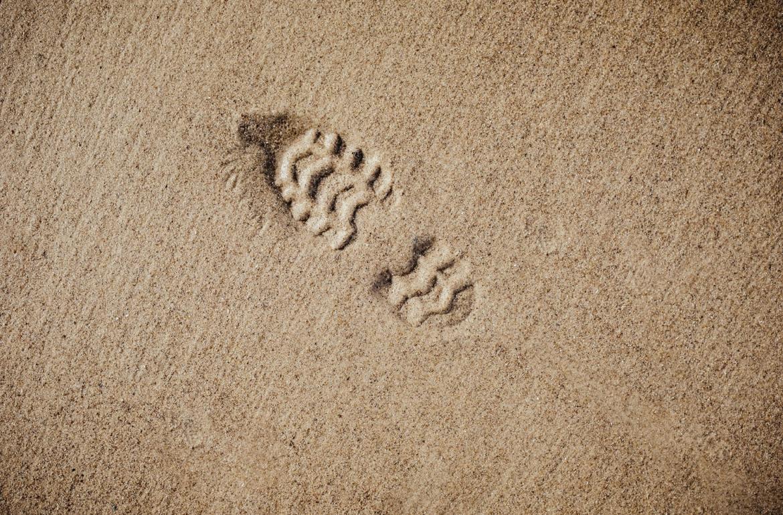 Pegada de uma bota em areia