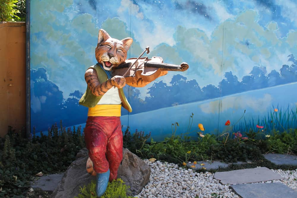 Hey diddle diddle, the cat and the fiddle...