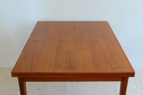 Niels Moller Dining Table