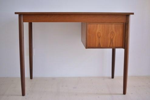 Teak Writing Desk Ejsing Møbelfabrik Denmark 1960s heyday möbel moebel Zurich Zürich Binz