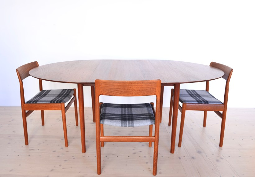 Model 311 Round Dining Table by Peter Hvidt and Orla Molgaard Nielsen 03