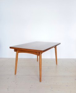 Hans J. Wegner AT 312 Teak and Oak Table available at heyday möbel, Zürich