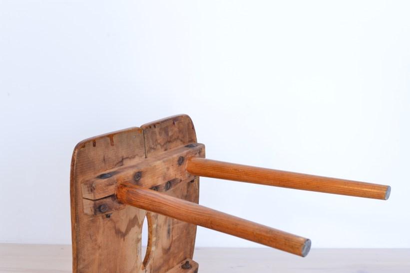 Jacob Müller Hocker Pine Wood Stool Wohnhilfe Paketmöbel heyday möbel heyday moebel Zürich Schweiz, Zurich Switzerland