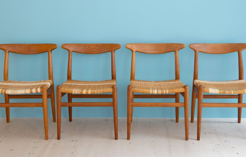 Hans_J_Wegner_W2_Dining_Chairs_Oakd_and_Cane_heyday_möbel_Zurich_Switzerland_0434