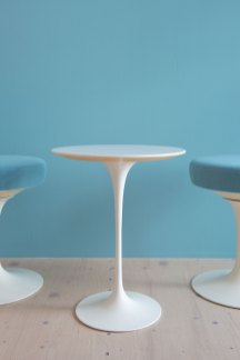 Eero_Saarinen_Tulip_Table_and_Swivel_Stool_Set_heyday_möbel_Zürich_1535