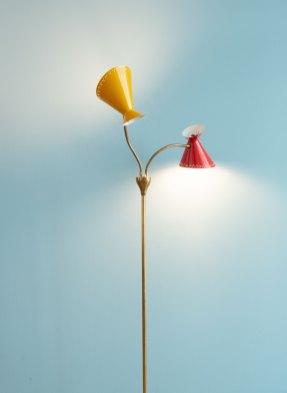 Red_&_Yellow_Standing_Lamp_1950s_heyday_möbel_Zürich_1647