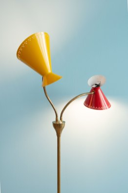 Red_&_Yellow_Standing_Lamp_1950s_heyday_möbel_Zürich_1648