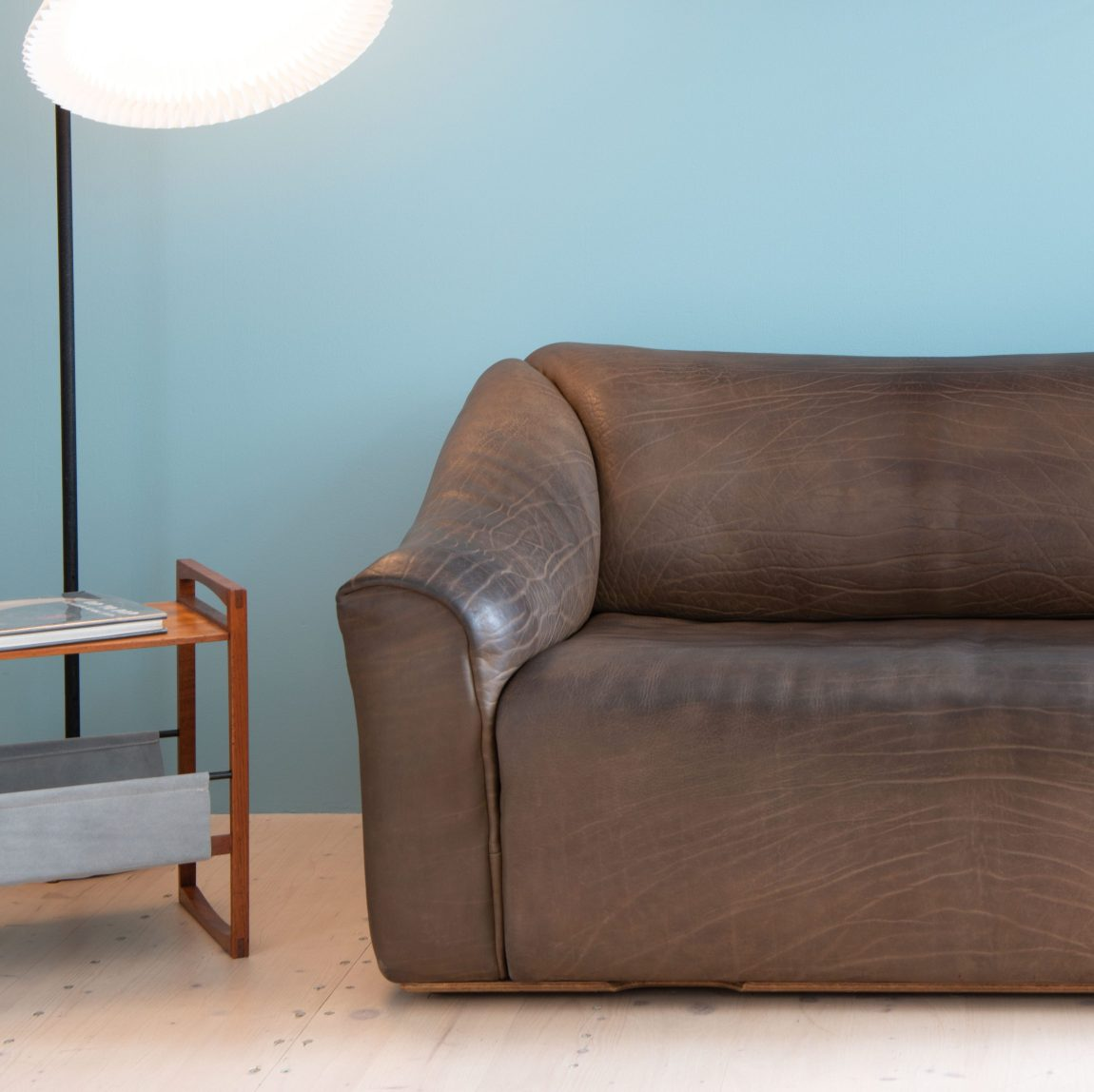 Vintage De Sede Sofa in Buffalo Leather. Classic Swiss Design. Available at heyday möbel, Grubenstrasse 19, 8045 Zürich, Switzerland. Mid-century modern.