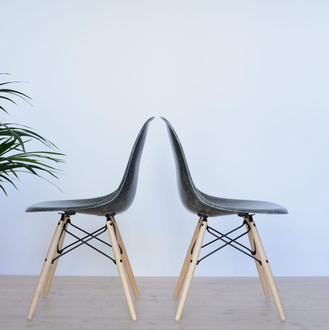 Eames Elephant Grey Fiberglass Dining Chair Pair heyday moebel Zurich