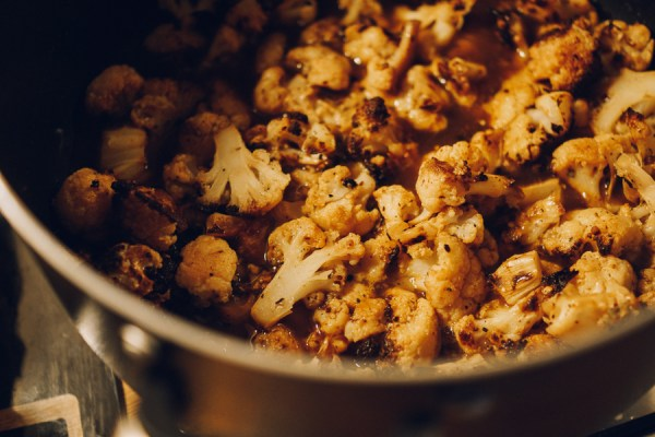 spicy roasted cauliflower soup