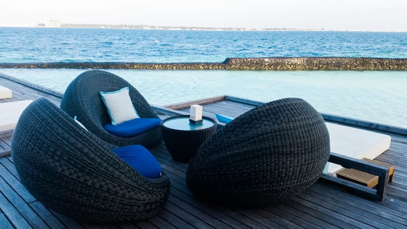 Planning your trip to the Maldives | Looking out to the ocean