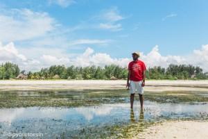 Exploring the early morning tide receding at Hakuna Majiwe in Paje, Zanzibar   @dipyourtoesin