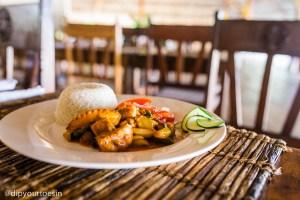Fish curry at Hakuna Majiwe in Paje, Zanzibar | @dipyourtoesin