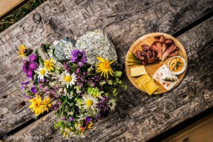 Alpine snack of mountain cheese and meat Gastronomy by Dietmar Denger courtesy Vorarlberg Tourism