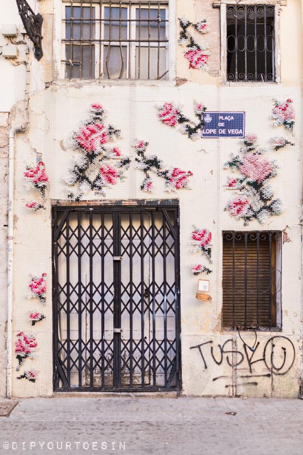 Street art | Cross stitch yarn bombing Raquel Rodrigo, Spain