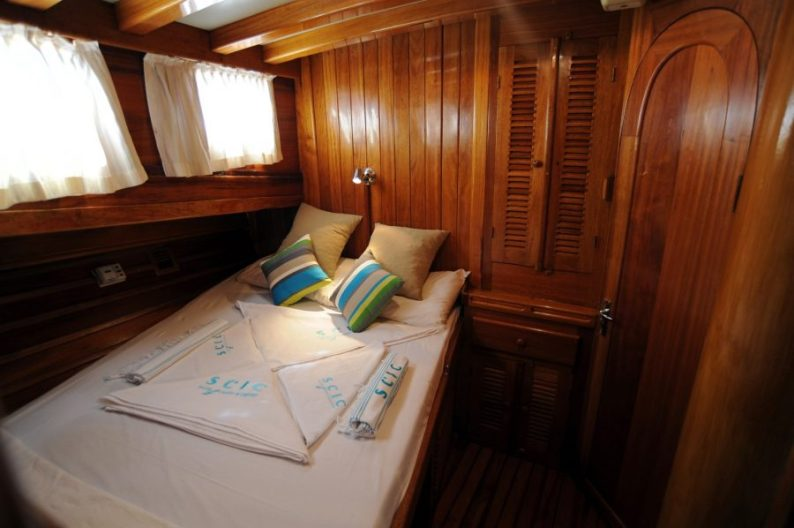 Scic Sailing inner cabin