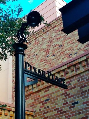See the little Pixar lamp?