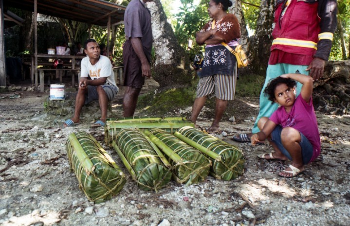 People from the near islands around Biak often come to this little port to trade sagu (Sago, extracted from sago palm trees) and bananas. The price of one bundle sagu is IDR 100.000