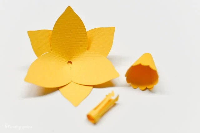 How to Assemble the Cricut Daffodil - All Cardstock Flower Pieces Glued