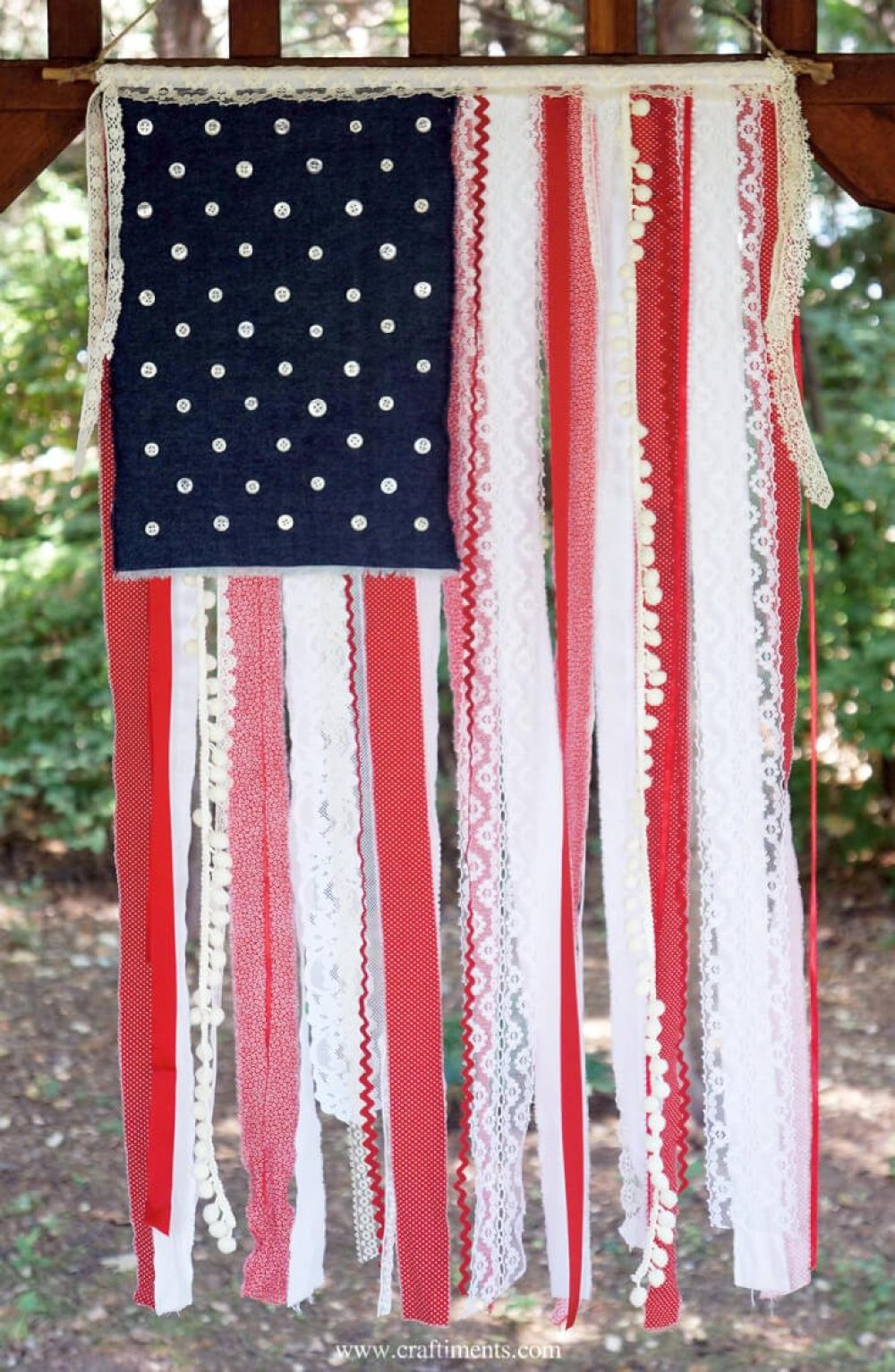 I'm a huge fan of 4th of July ribbon projects! Ribbon is so versatile, so I've rounded up a ton of fun , patriotic ideas for you to celebrate the 4th!