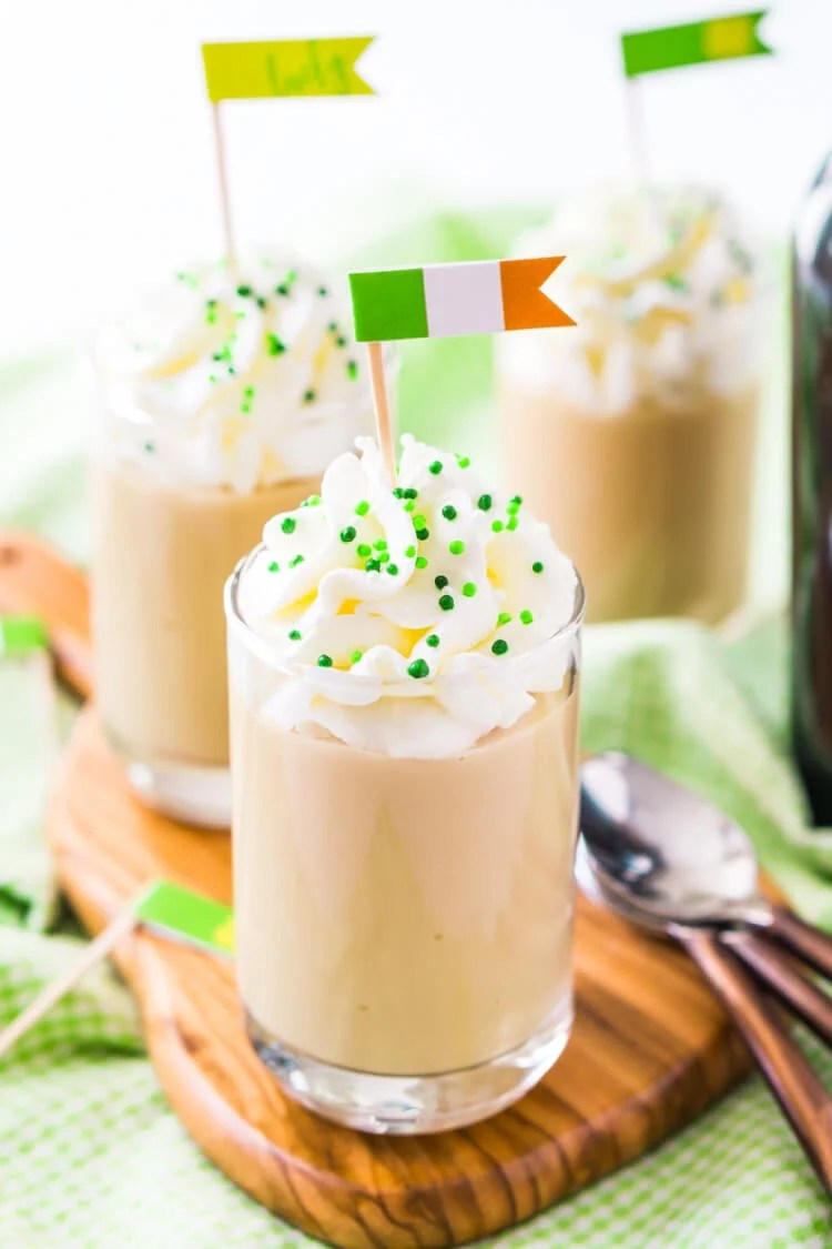 Irish Flags with Shots: Dress up those St. Patrick's Day inspired drinks with these FREE festive printable food flags! Three versions, great for both Irish food and drinks.