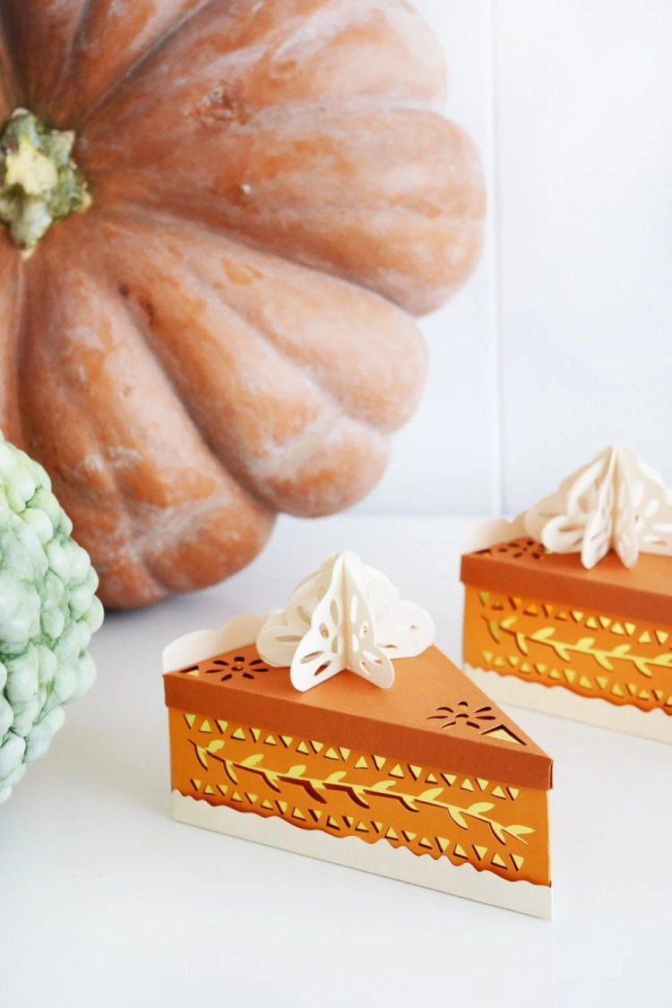 DIY THANKSGIVING DECORATIONS WITH CRICUT