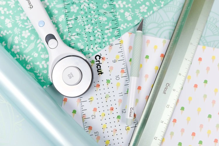 Cricut makes more than cutting machines! Come and take a look at their range of hand tools, including the True Control Knife, rotary cutter, acrylic ruler, cutting ruler, and self-healing mat—and learn how each one can complement your Cricut crafting.