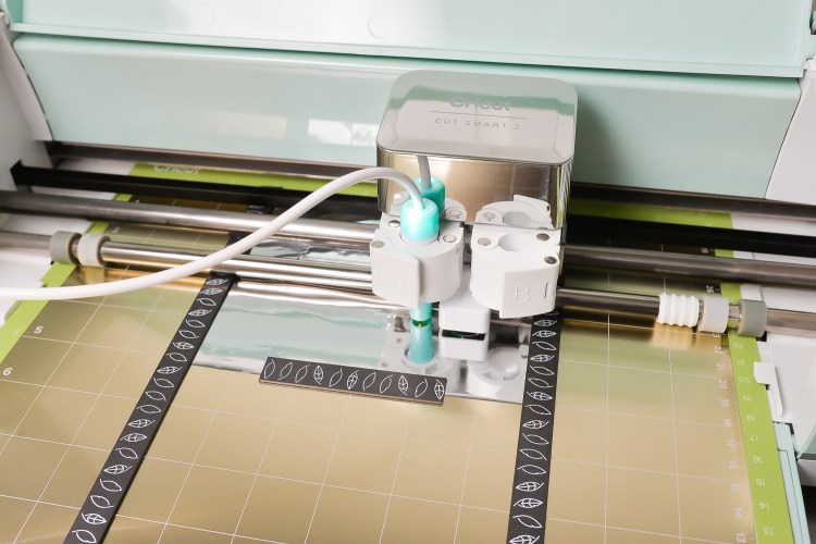 Cricut Explore using the Foil Quill to foil a project.