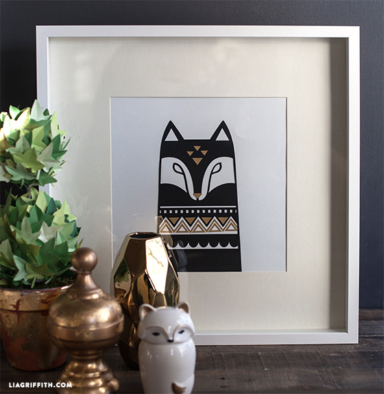 We could all use a touch of Scandinavian animal art in our homes, right? liagriffith.com shares a trendy collection of foxes, owls, and lions for your walls, dishes or anywhere else.