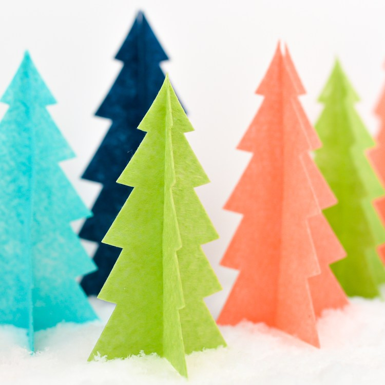 Looking for easy Christmas decor? These felt Christmas trees are so easy to make using your Cricut! Just cut, assemble, and display—perfect for beginner crafters.