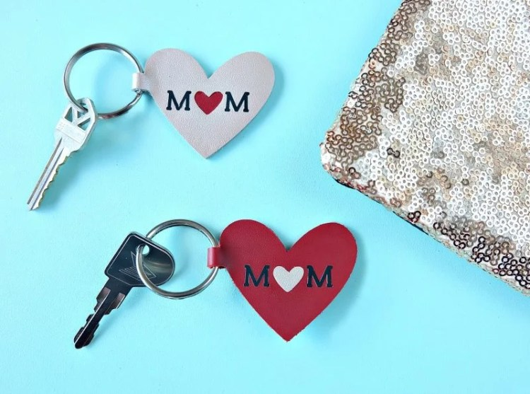 Mom Keychain - Hello Creative Family