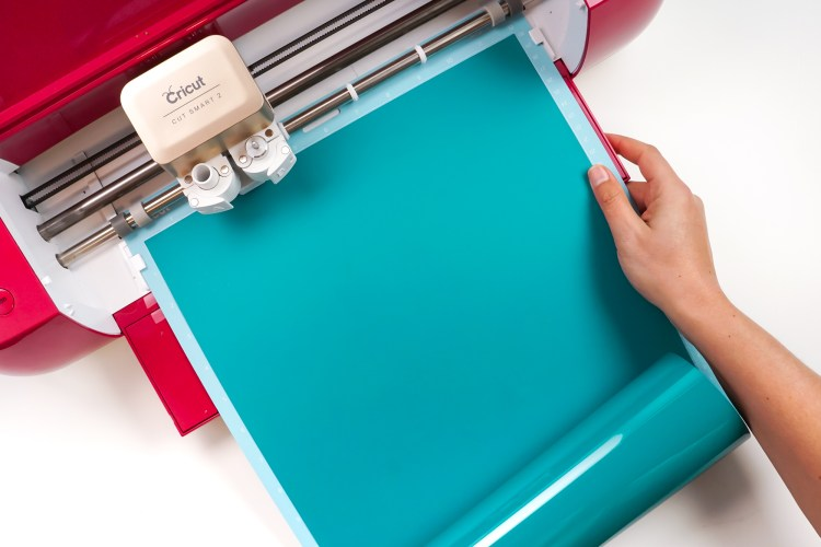 Insert your mat into your Cricut
