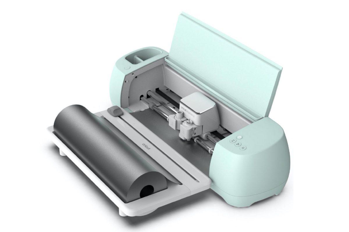 Cricut Image: Cricut Explore 3 with Cricut Smart Materials Roll Holder