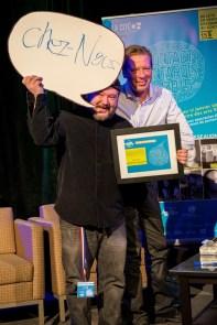 Jean-Marc Lalonde de Hey, Wow qui reçoit le Prix Franco-Fête de Toronto à Contact Ontarois 2015. Photo par Julien Lavoie