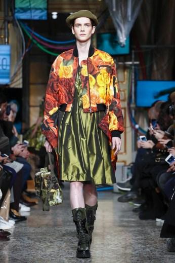 Moschino, Fashion Show, Menswear Collection Fall Winter 2017 in Milan