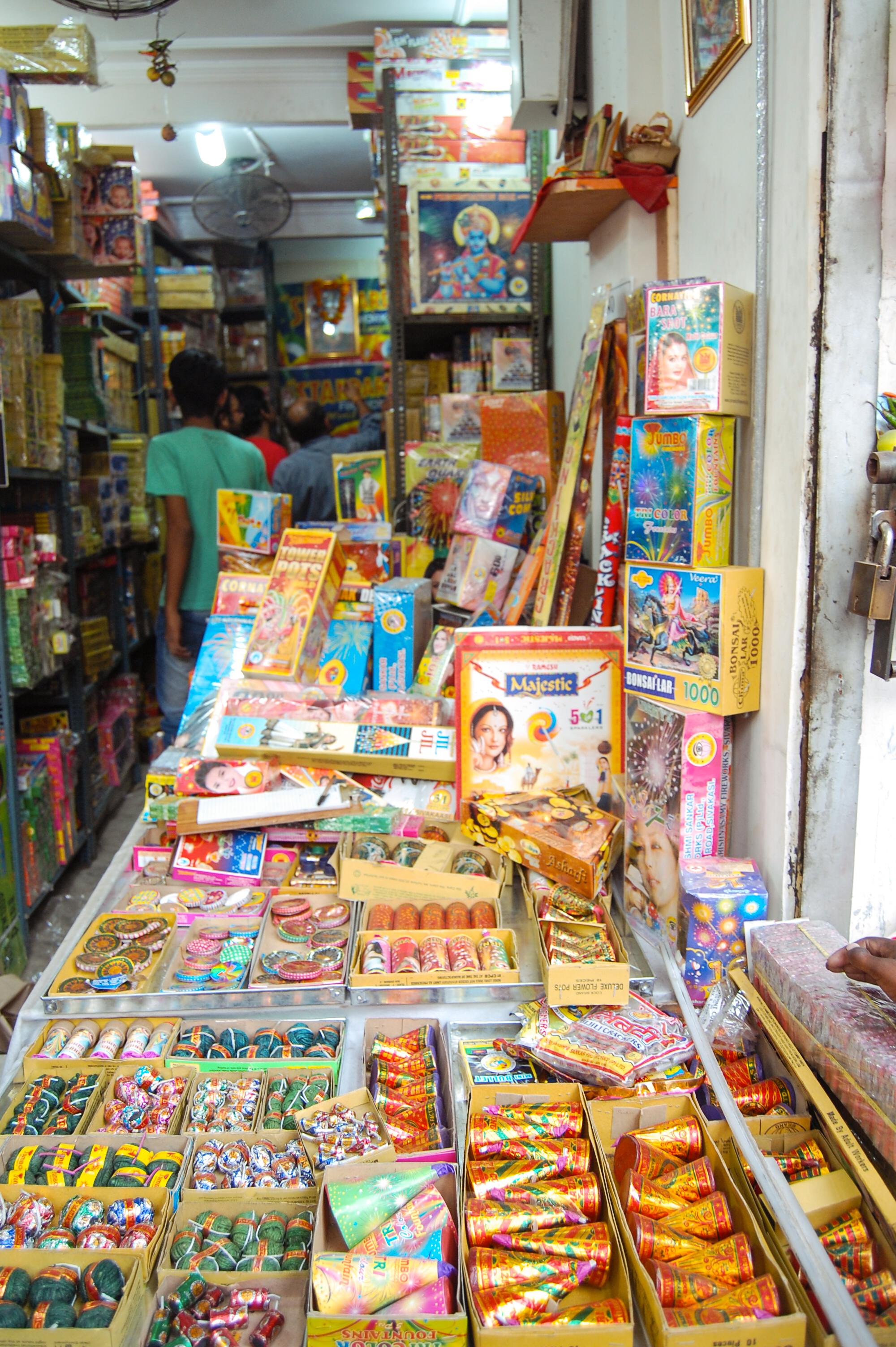Firecrackers Street In Chandni Chowk The Journo Blog