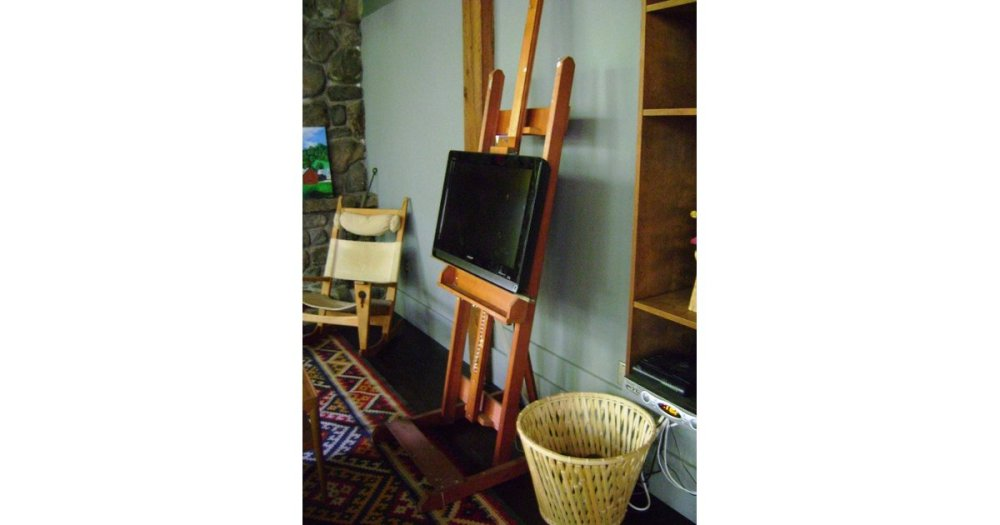 Art Easel Tv Stand