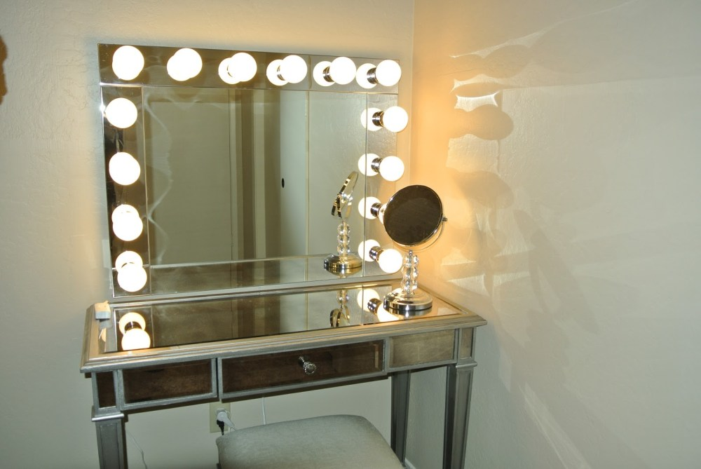 Bathrooms With Oval Mirrors