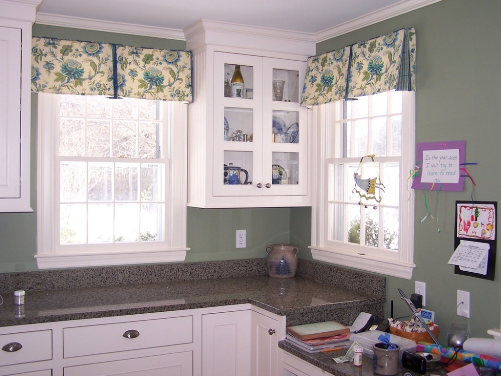 Box Pleat Valance With Contrast Insert
