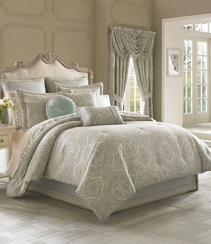 J Queen New York Comforter Set