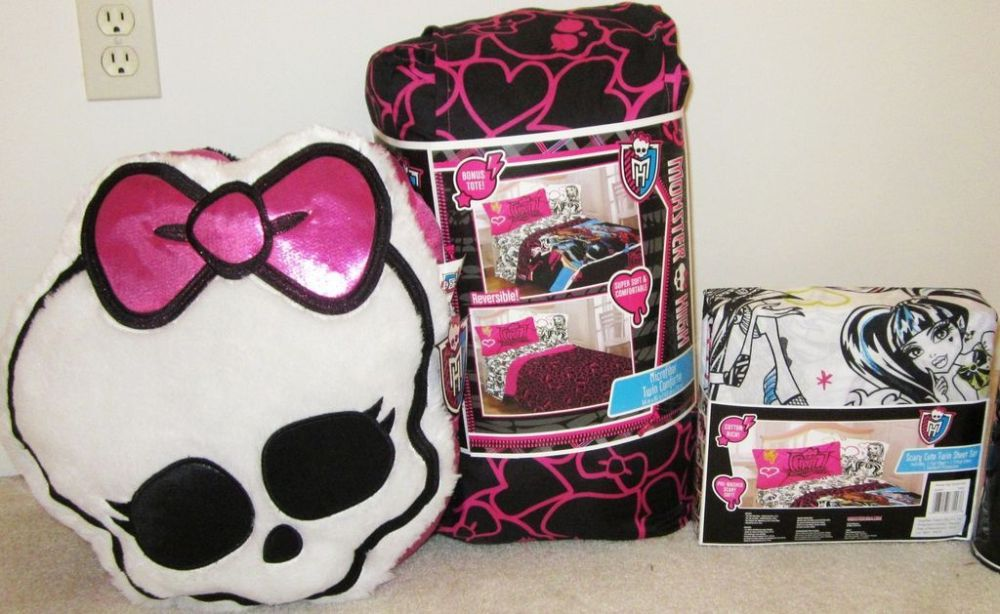 Monster High Comforter And Sheet Set