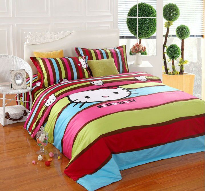 Queen Hello Kitty Comforter Set